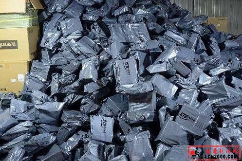 快递包装垃圾:人均20公斤