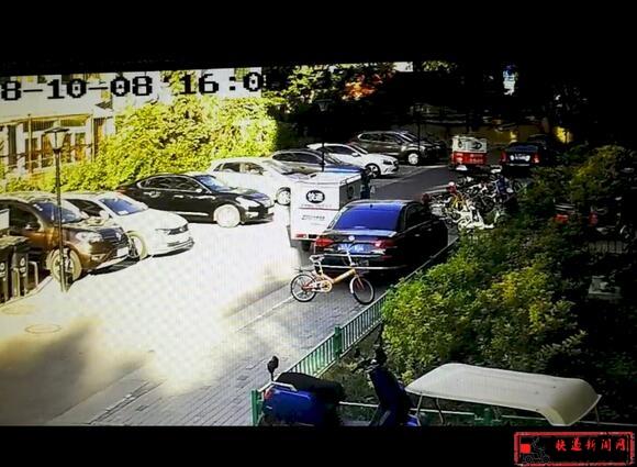 百世快递员撞私家车后逃逸 快递公司:快递员跑了没办法