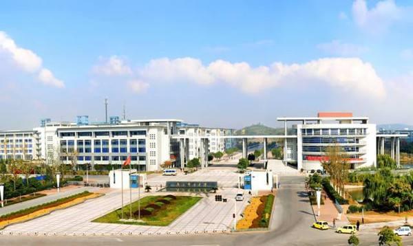 """国内首个快递学院南京成立 """"快递小哥""""要掌握心理学和语言学"""
