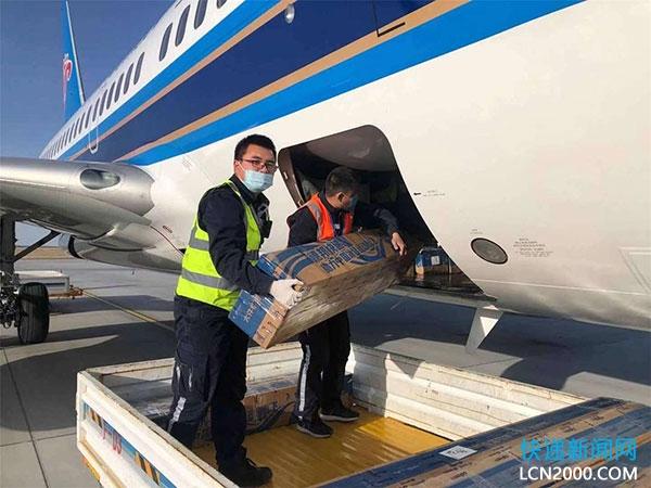 德邦快递与新疆富蕴机场合作 开通航空运输雪具服务